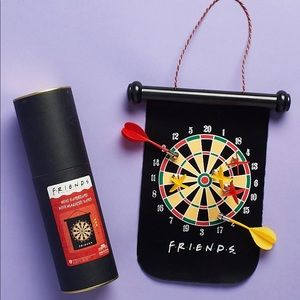 Other - NEW Friends - Dartboard with magnetic darts